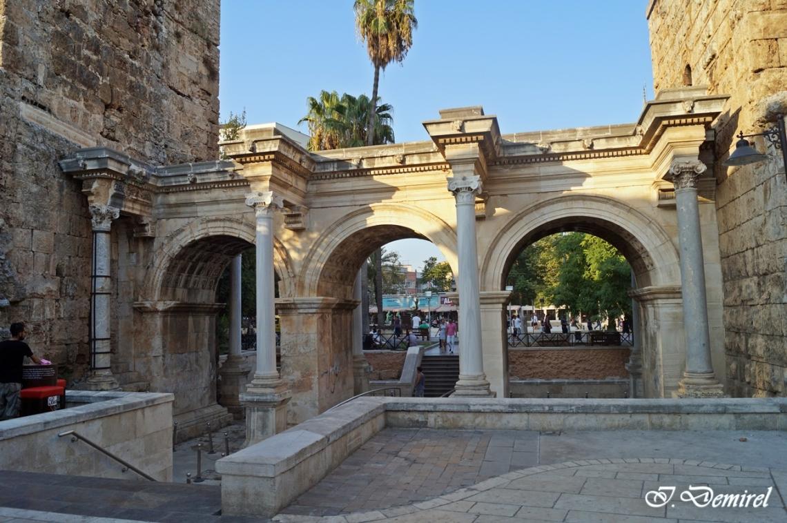 Hadrian Kapısı